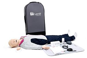 Laerdal Resusci Anne QCPR AW kokovartalonukke hengitystiepäällä vetolaukussa